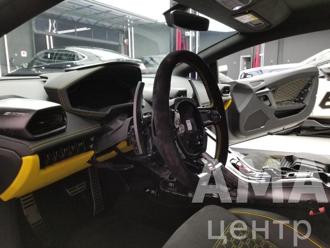 Перетяжка элементов салона Lamborghini huracan EVO